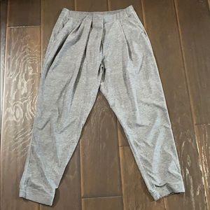 Lululemon Heather Grey Cropped Pants sz 8